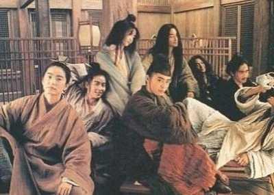王祖贤在日本很红吗 当年她身旁的小记者